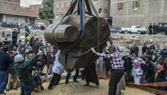 извлечение статуи Рамзеса Великого из воды