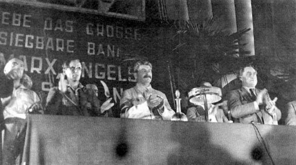 Председательствующие на VII конгрессе Коминтерна. Фото: 25 июля 1935 г.