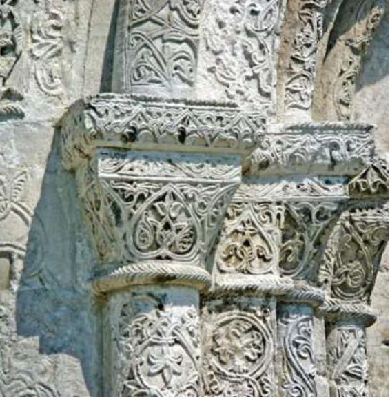 Резьба полуколонок южного портала Георгиевского собора в Юрьеве-Польском