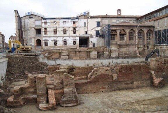 Руины Нарбоннского замка