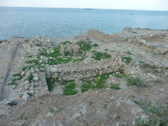 Руины построек эпохи Тмутараканского княжества