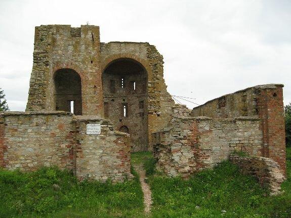 Руины церкви благовещения в Рюриковом городище. Великий Новгород. 1103 г.