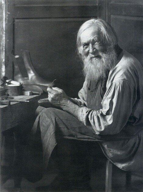 Сапожник. 1903-1905 гг. Фото С.А. Лобовикова