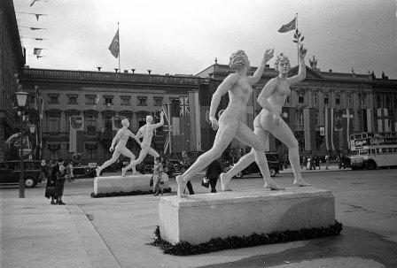Скульптуры на олимпийском спортивном комплексе