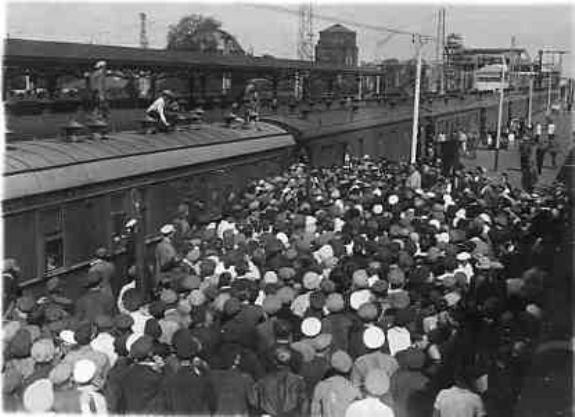 Встреча освобожденных китайцами из плена служащих КВЖД в Москве. Фото: 1929 г.