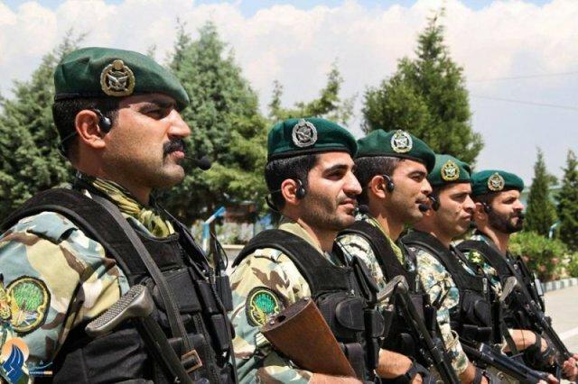 солдаты КСИР
