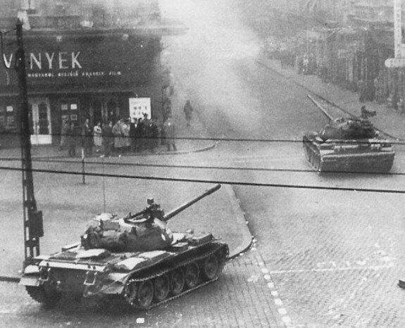 Советские танки покидают Будапешт. Фото: 29 октября 1956 г.