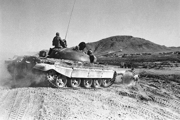 Советский танк недалеко от Кандагара, 1988 г.
