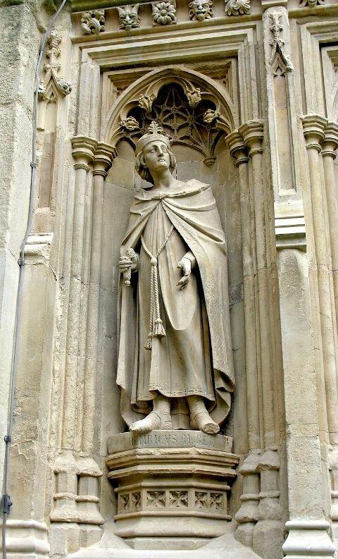 статуя Генриха Второго