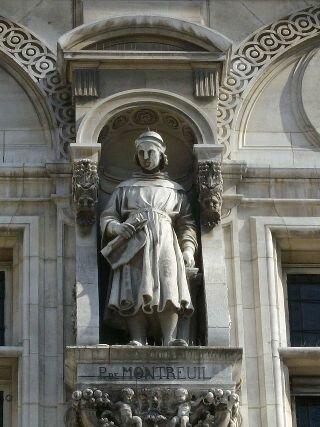 Статуя Пьера де Монтрейя на фасаде Отель-де-Виль, Париж, Франция