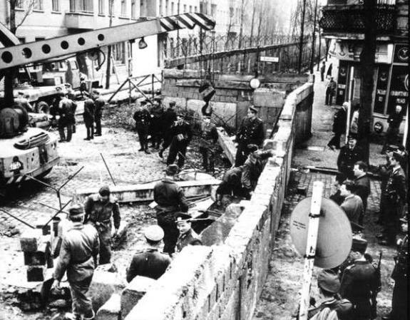 Строительство Берлинской стены, 1961 г.