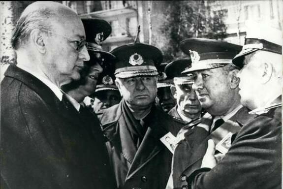 Нихат Эрим и военные