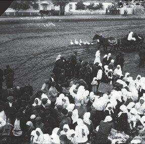 Собрание жителей с. Удачное во время коллективизации сельского хозяйства. начало 1930-ых годов.
