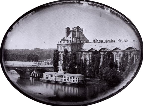 Л.-Ж.-М. Дагер. Вид на Лувр с левого берега Сены