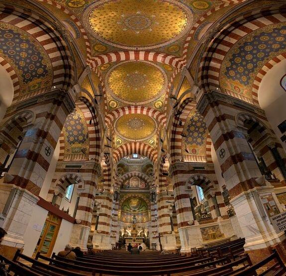 Внутри базилики Нотр-Дам де ля Гард