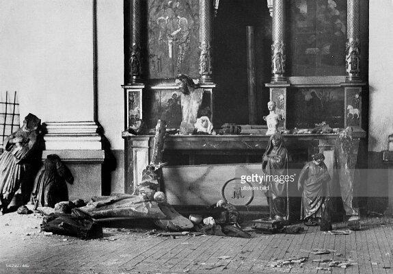 Внутри одной из мадридских церквей, разрушенной силами Национального фронта. Фото: 27 сентября 1936 г.