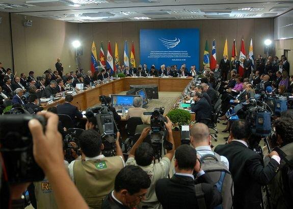 Встреча президентов стран-членов UNASUR в Бразилии. Фото: 23 мая 2008 г.